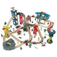 KidKraft Trenulet din lemn Super Highway cu set de accesorii