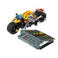LEGO® Motocicleta de cascadorie