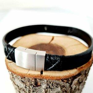 Bratara barbateasca cu piele neagra - Placuta cu aspect mat - Gravura personalizata - Argint 925 - Inchizatoare magnetica inox
