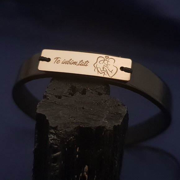 Bratara Placuta gravata cu simbol Proaspeti Parinti  si Text - Argint 925 placat cu Aur 14k, piele