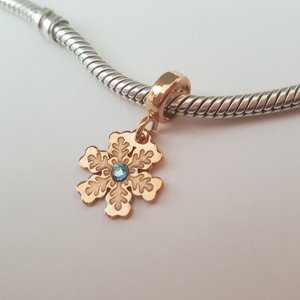 Charm personalizat Craciun - Fulg de zapada - Argint 925 placat cu Aur roz 14K - cristal Swarovski