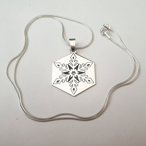 Lantisor cu pandantiv personalizat de Craciun - Fulg de nea  - model hexagon -Argint 925