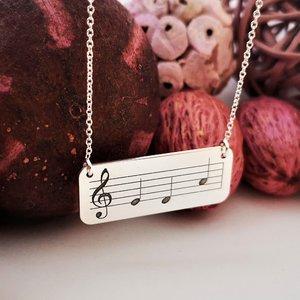 Lantisor cu pandantiv - Placuta gravata cu portativ, cheia sol si note muzicale - Argint 925