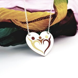 Lantisor personalizat si decorat cu email colorat - Pandantiv inima - Familie 3 membri - Argint 925