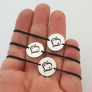 Set 3 bratari personalizate si decorate cu email colorat - Model gravat inima imbratisare 3 persoane - Banuti Argint 925 - snur reglabil
