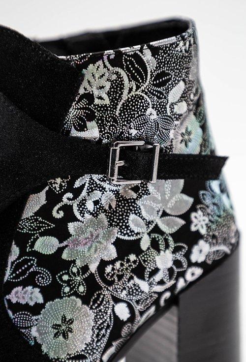 Botine negre din piele intoarsa cu model floral argintiu