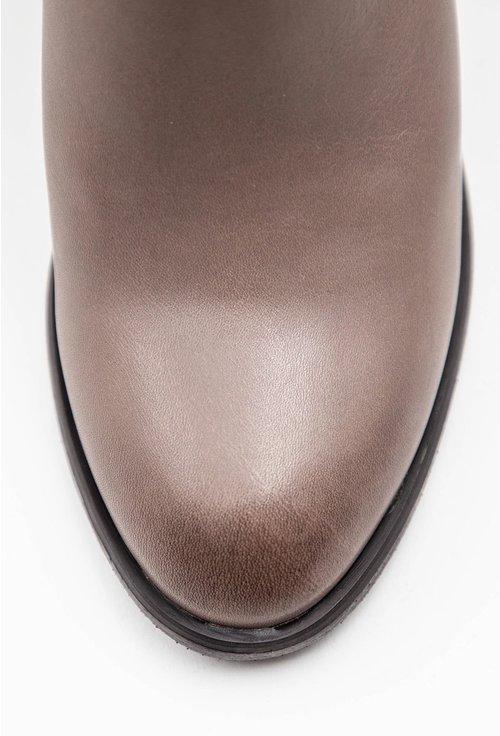 Botine taupe din piele accesorizate cu o curea subtire