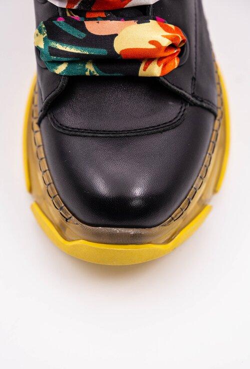 Ghete negre din piele cu detaliu siret tip panglica multicolora