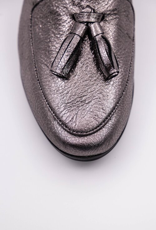 Mocasini argintii din piele cu accesoriu canaf