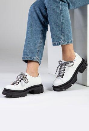 Pantofi albi din piele cu talpa neagra