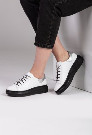 Pantofi albi din piele naturala cu siret in fata