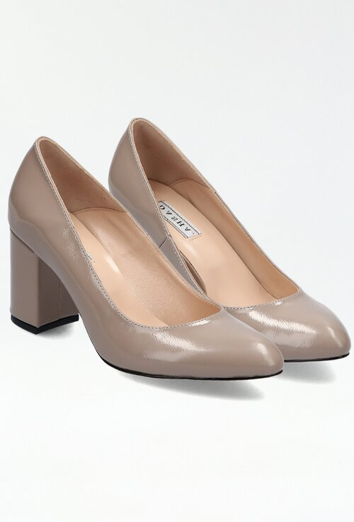 Pantofi bej din piele lacuita