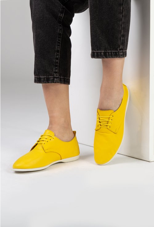 Pantofi casual galbeni din piele naturala cu siret
