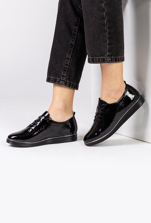 Pantofi casual negri confectionati din piele