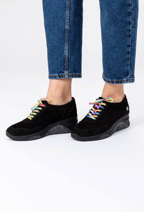 Pantofi casual negri din piele naturala intoarsa Jil