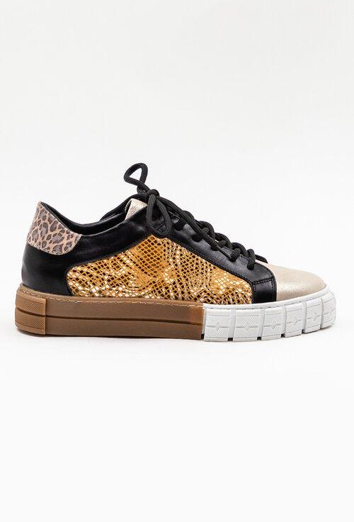 Pantofi din piele cu detaliu perforat