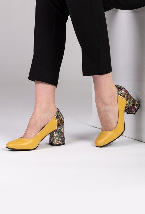 Pantofi galbeni cu imprimeu floral colorat din piele naturala