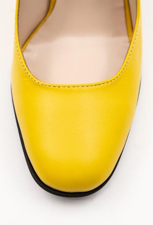 Pantofi galbeni din piele naturala cu detalii colorate pe toc