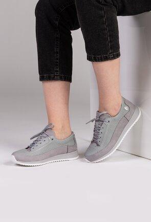 Pantofi gri din piele naturala cu detalii perforate