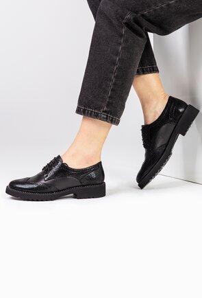 Pantofi negri din piele cu detalii texturate