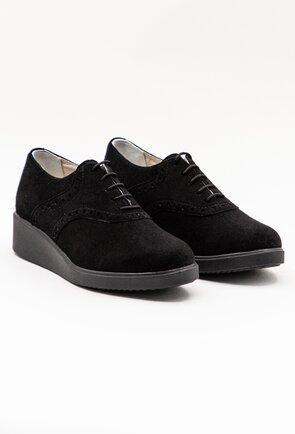 Pantofi negri din piele intoarsa cu siret
