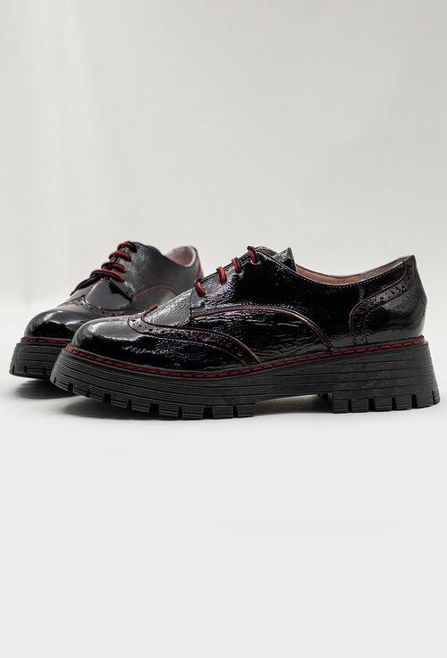 Pantofi negri din piele naturala cu siret in fata