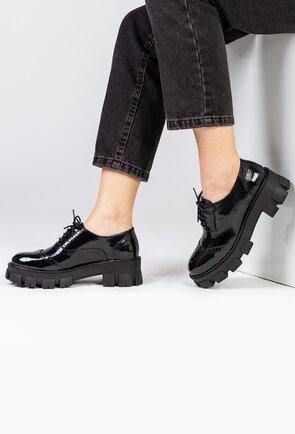 Pantofi negri din piele naturala lacuita cu siret