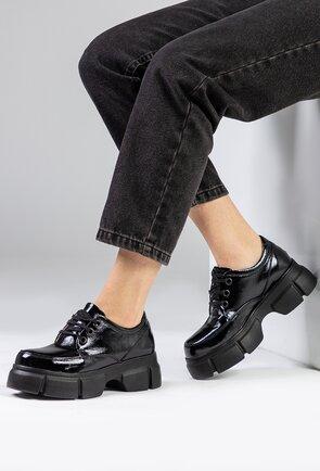 Pantofi negri lacuiti din piele naturala