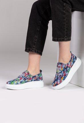Pantofi nuanta bleu din piele naturala cu detalii multicolore
