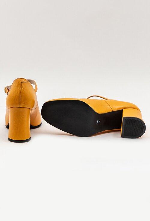 Pantofi nuanta galben mustar din piele naturala cu bareta