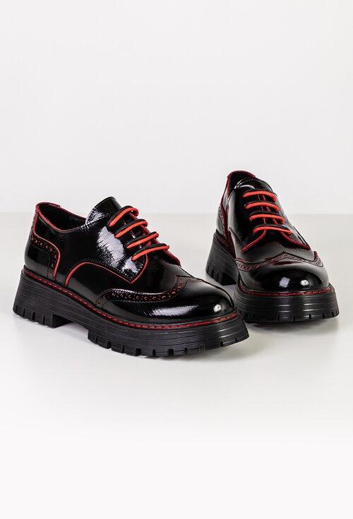 Pantofi Oxford negri din piele lacuita cu detalii rosii
