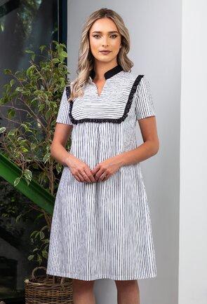 Rochie alba cu dungi si volan macrame