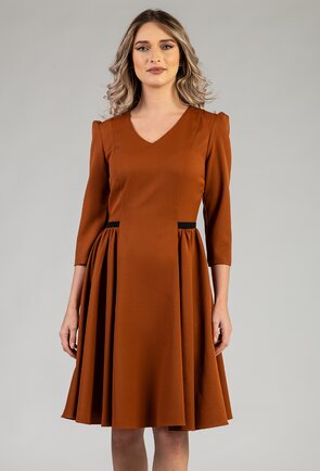 Rochie maro cu pliuri laterale
