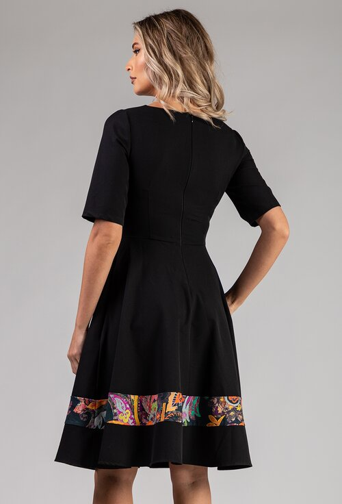 Rochie neagra cu buzunare si detalii colorate