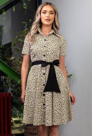 Rochie neagra cu imprimeu floral cu margarete