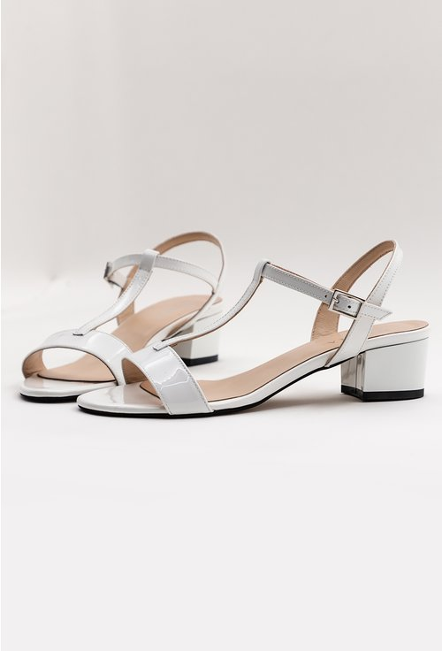 Sandale albe din piele naturala lacuita