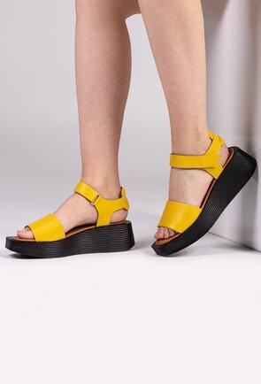 Sandale galbene din piele cu talpa ortopedica si velcro