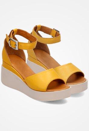 Sandale galbene din piele prevazute cu platforma