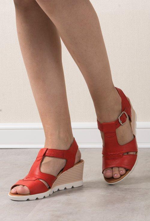 c0030110cec2b Sandale cu platforma rosii din piele naturala Viviane