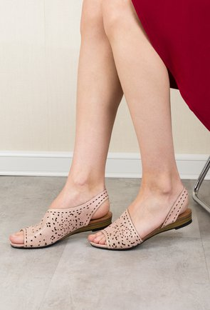 Sandale roz pudrat din piele naturala perforata Lady