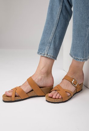 Sandale tip papuc din piele naturala nuanta camel Dora