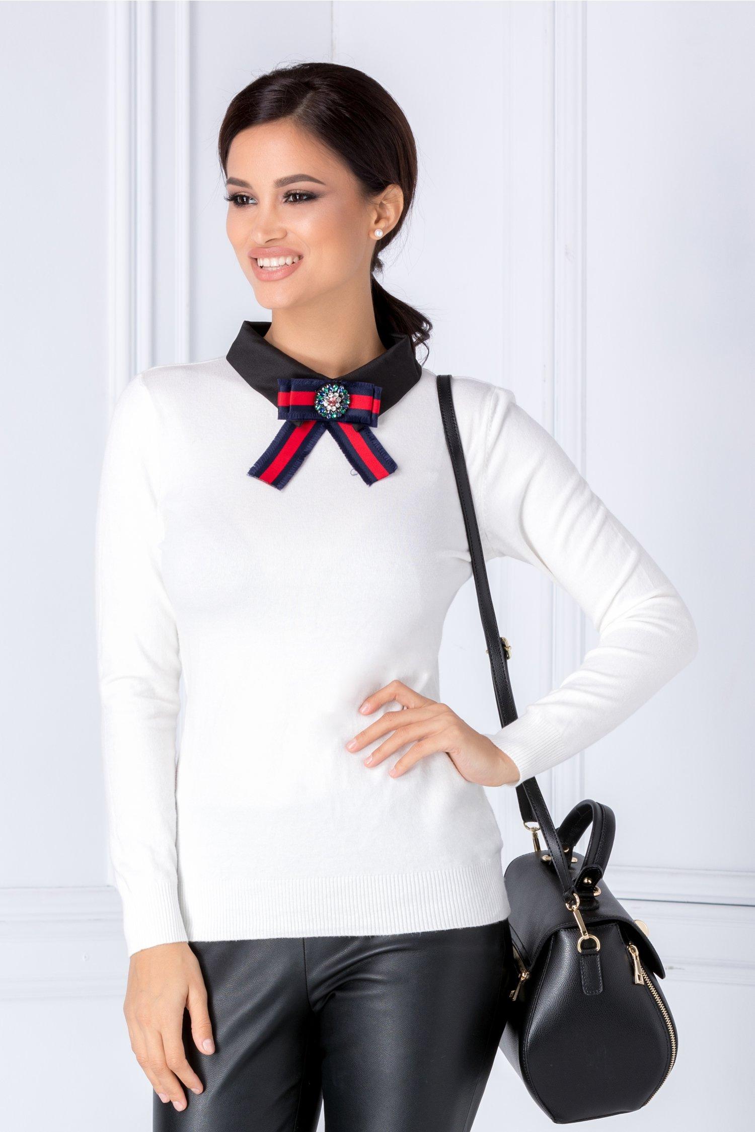 Bluza Malina alb cu guler negru