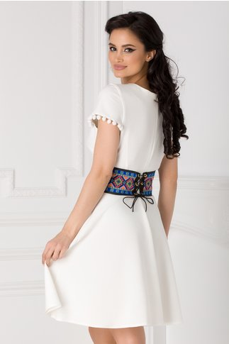 Rochie Misty alba cu brau colorat in talie
