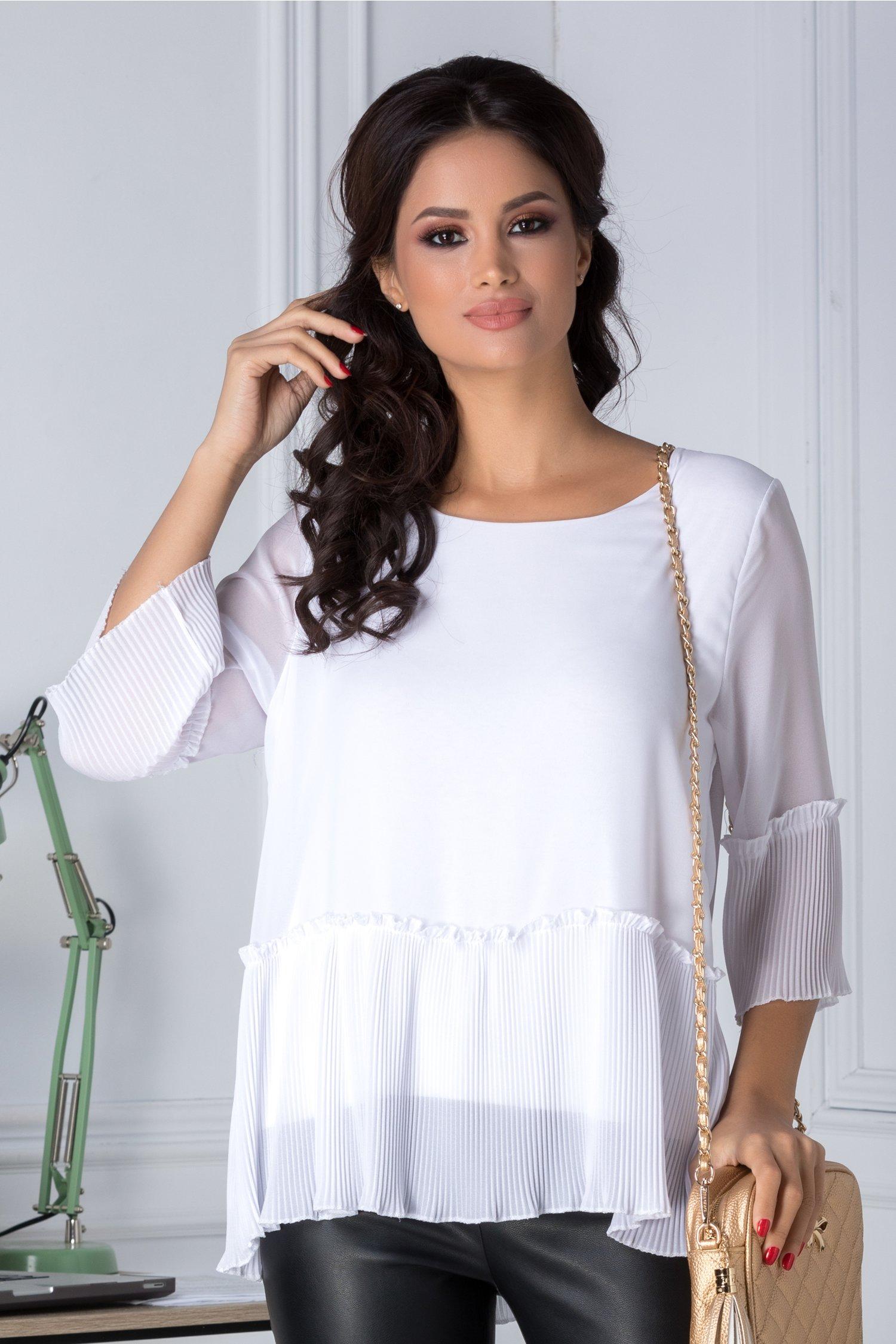 Bluza alba eleganta plisata la baza si maneci