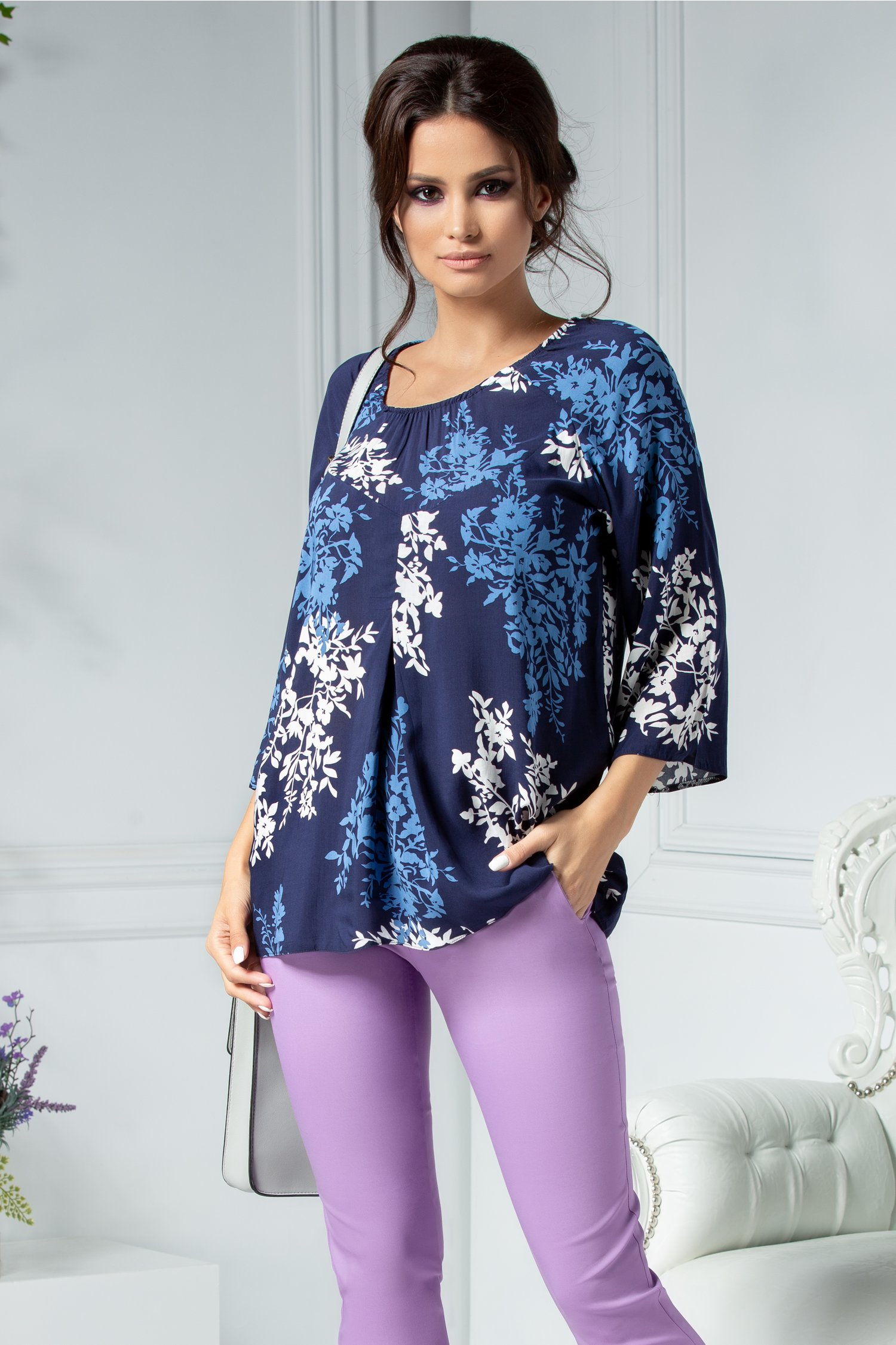 Bluza Alexia bleumarin cu imprimeu alb si bleu