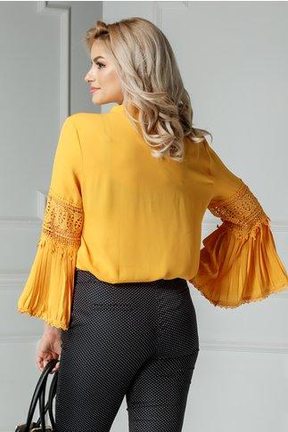 Bluza Angeni galbena cu decolteu din voal