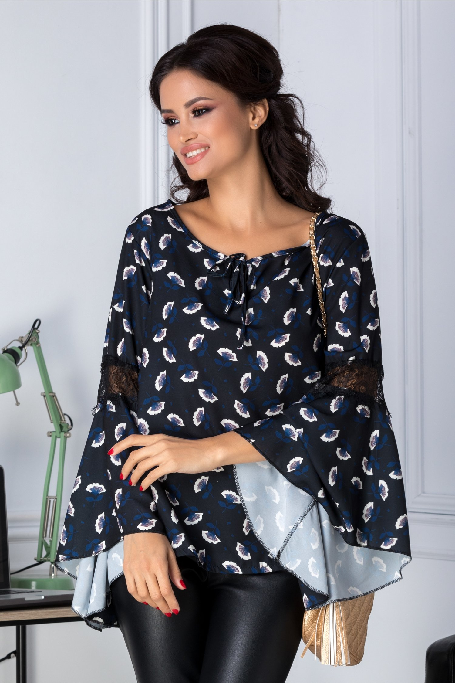 Bluza Ariana neagra cu imprimeu floral