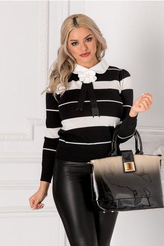 Bluza Beauty neagra cu floare 3D si dungi albe