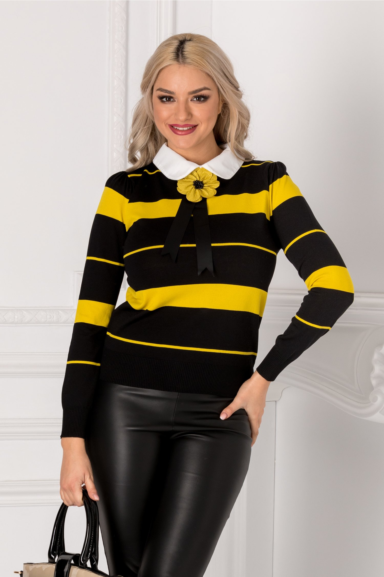 Bluza Beauty neagra cu floare 3D si dungi galbene