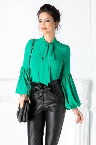 Bluza Brigitte verde cu maneci bufante si perlute